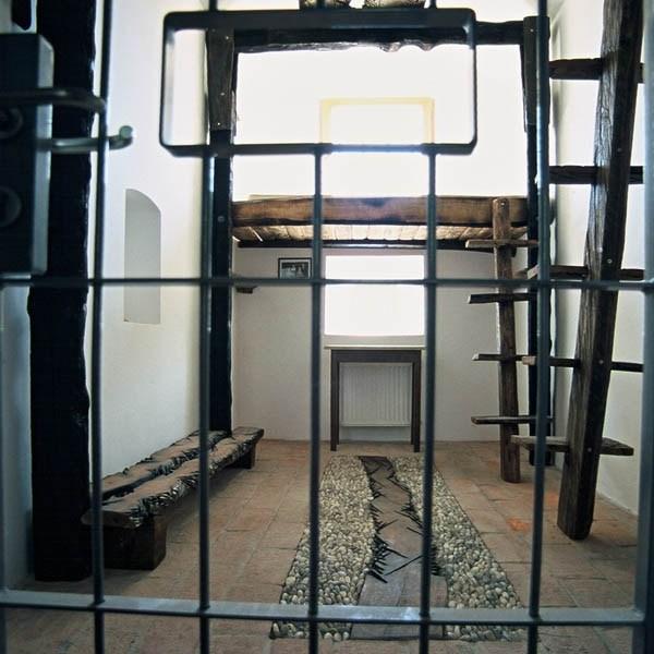 Hostel inchisoare